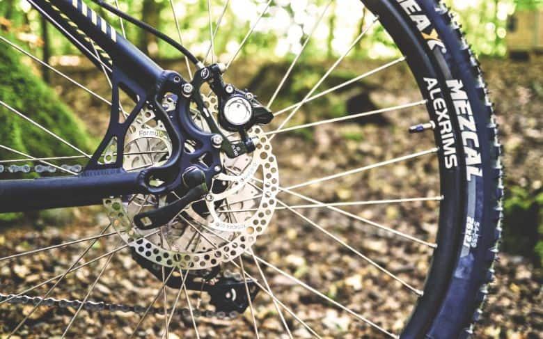 Mountain bike rear wheel with a disc brake